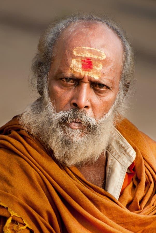 Hinduisk munk på Varanasi royaltyfria foton