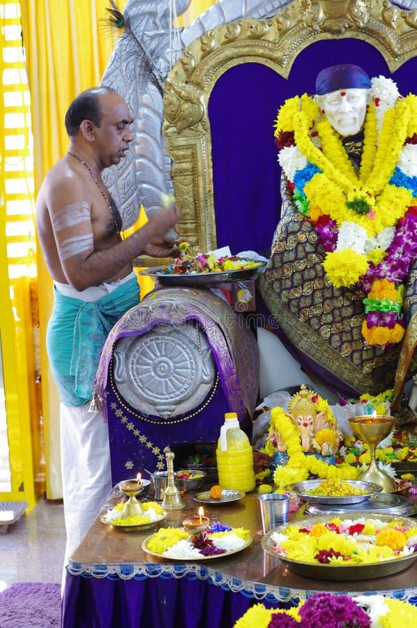 Hinduisk präst royaltyfria bilder