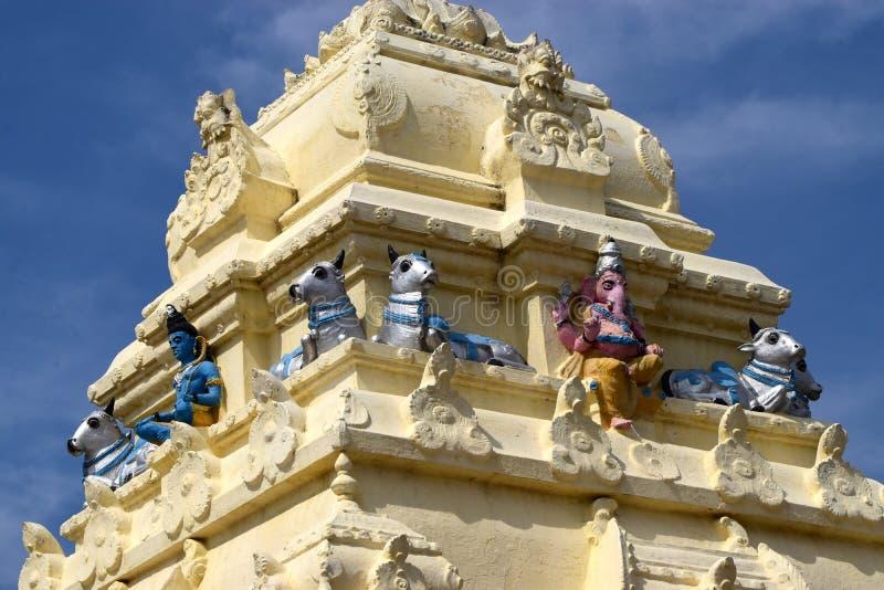 Hinduisk religiös tempelöverkant - materielfotografi royaltyfri bild