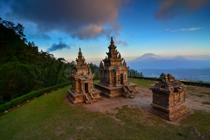 Hinduisk tempel Gedongsongo i centrala Java fotografering för bildbyråer