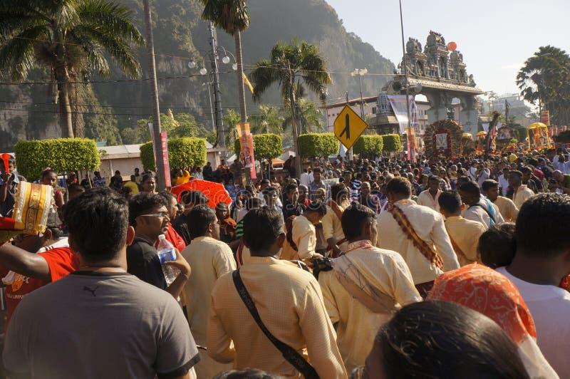 Hinduiska fantaster under den Thaipusam festivalen arkivfoton
