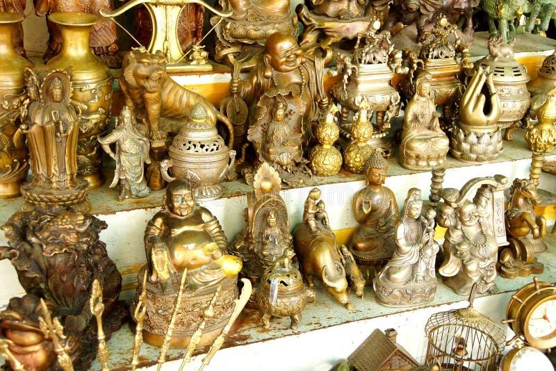 Hinduiska gudar och Buddhastatyer arkivfoto