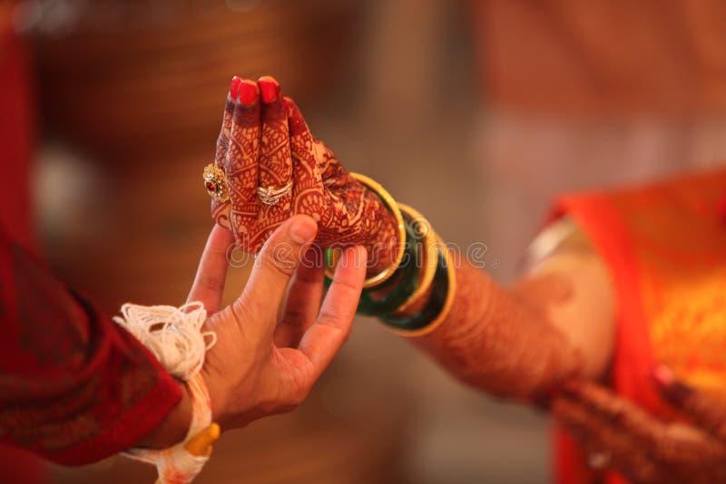 hinduiskt rituellt bröllop royaltyfri foto