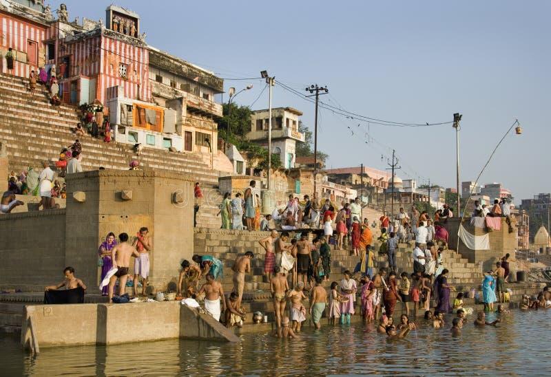 Hinduistisches Ghats - Fluss Ganges - Varanasi - Indien lizenzfreie stockbilder