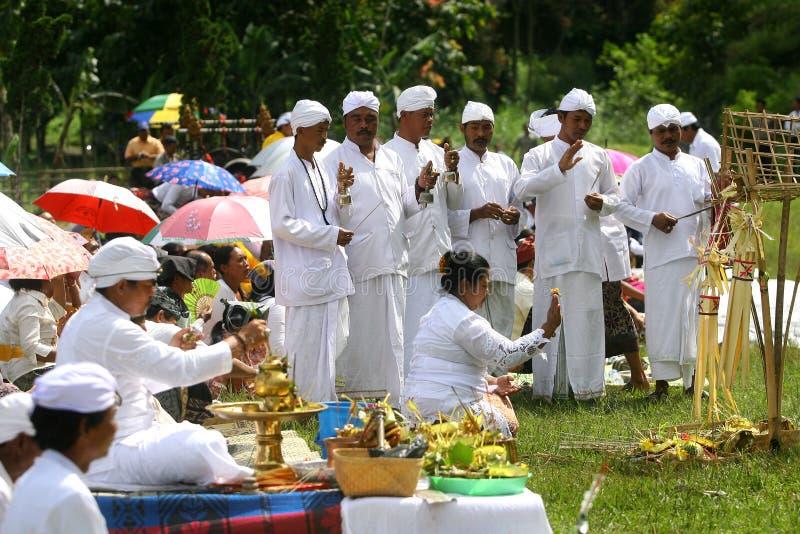 Hindus在Karanganyar,印度尼西亚庆祝Melasti 免版税图库摄影
