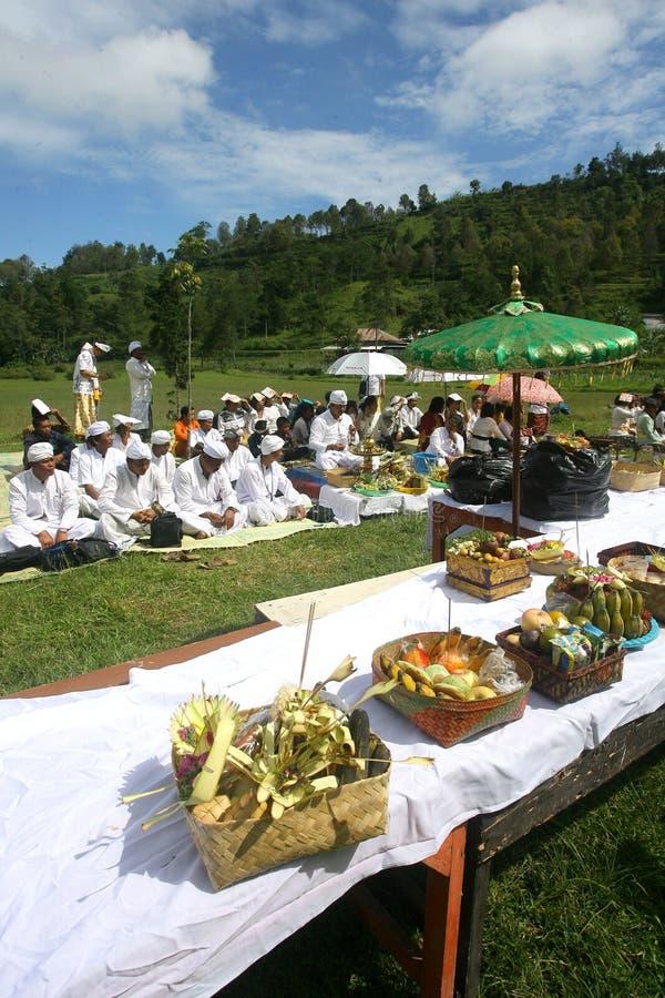 Hindus празднует Melasti в Karanganyar, Индонезии стоковая фотография rf