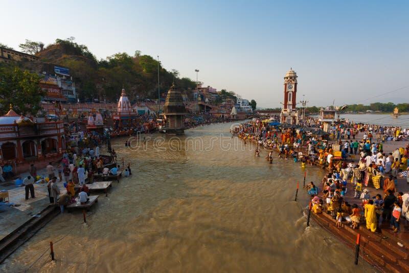 Hindus badningGanges helig flod Haridwar Indien royaltyfri fotografi