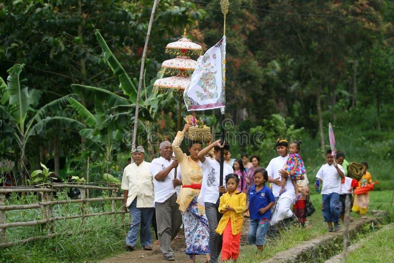 Hindus celebra Melasti en Karanganyar, Indonesia foto de archivo libre de regalías