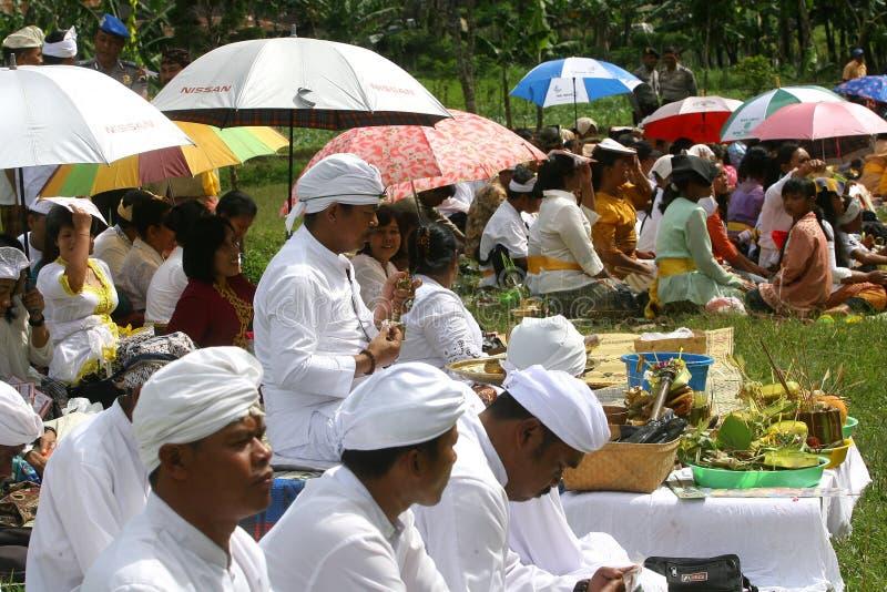 Hindus feiert Melasti in Karanganyar, Indonesien stockfoto