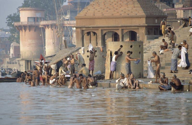 Hindus op banken van de Rivier van Ganges, Varanasi, India royalty-vrije stock foto