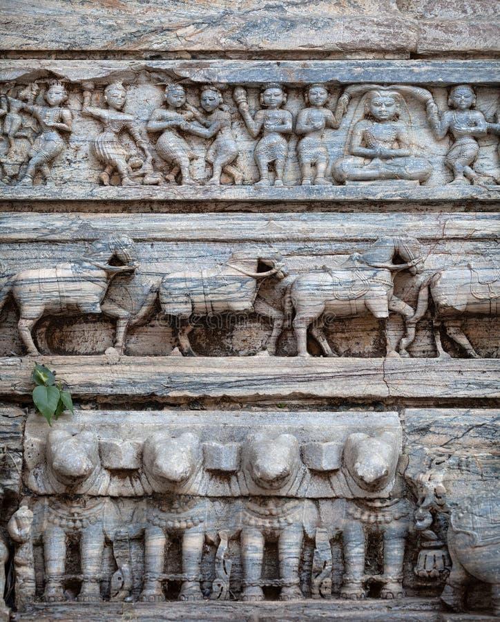 Hinduskiej świątyni ściany z antycznym cyzelowaniem indu zdjęcie royalty free