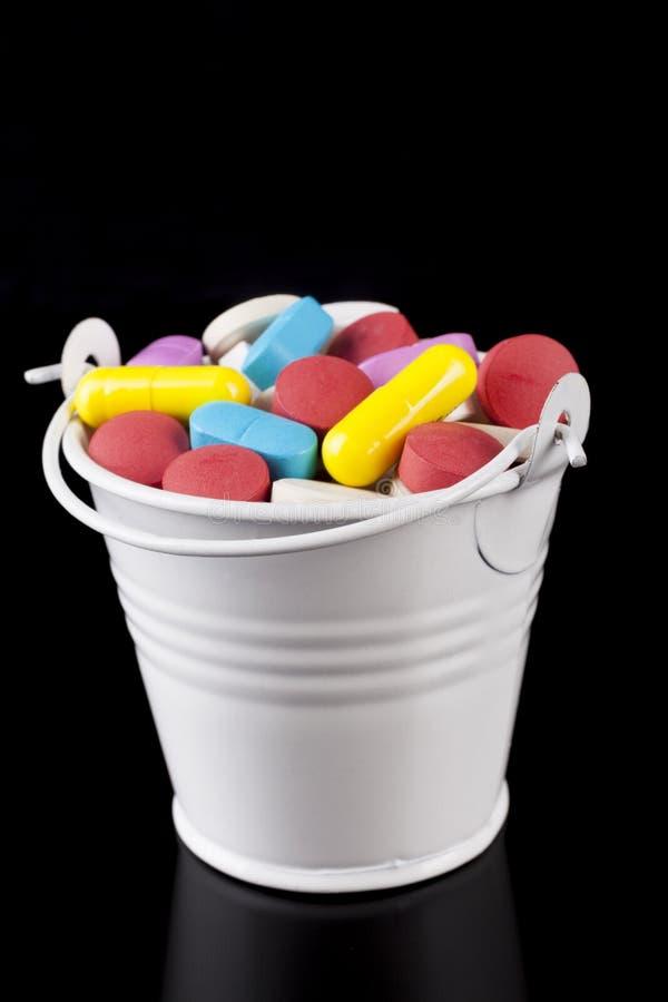 Hink med preventivpillerar arkivfoto