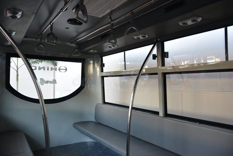 Hino public utility Vehicle interior, assentos no interior de Philauto show em Pasay, Filipinas fotografia de stock