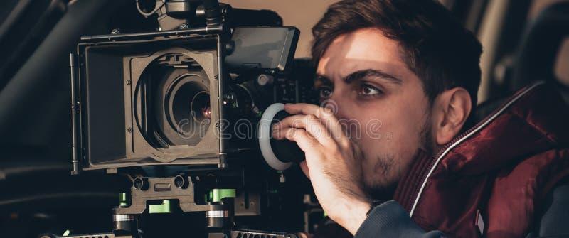 Hinter der Szene Kameramannschießen-Filmszene mit seiner Kamera stockbilder