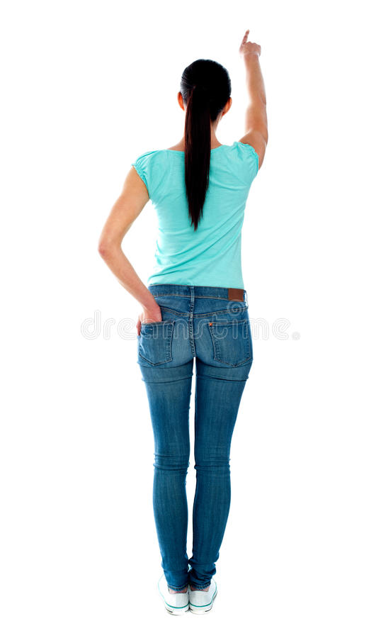 Hintere Ansicht der jungen Frau in den casuals, zeigend stockfotografie