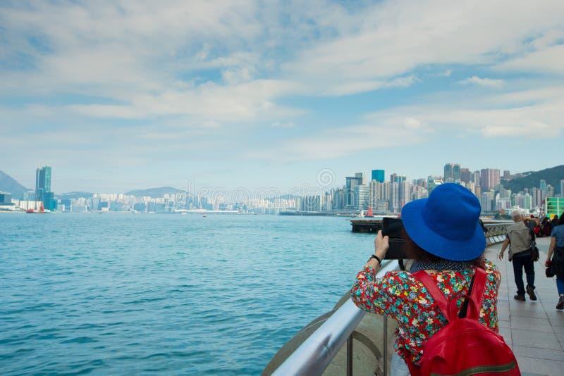 Hintere Ansicht der Rückseite der Frau machen Foto von großem lizenzfreie stockbilder