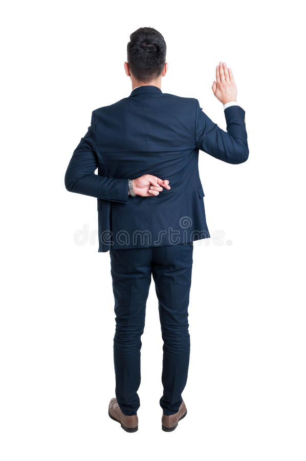 Hintere Ansicht des Rechtsanwalts gefälschten Eid mit den Fingern machend gekreuzt stockfotos