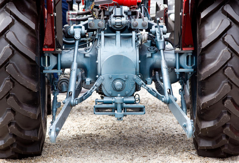 Hintere Ansicht des Traktors stockfotos
