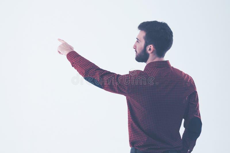 Hintere Ansicht - ein erfolgreicher Manager einer Zeigehand auf dem freien Raum stockfoto