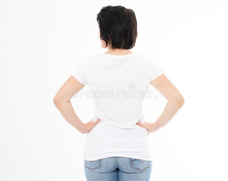 Hintere Ansicht - Frau in weißes T-Shirt lokalisiertem Spott oben, Kopienraum, leeres T-Shirt Mädchen im T-Shirt lizenzfreies stockfoto