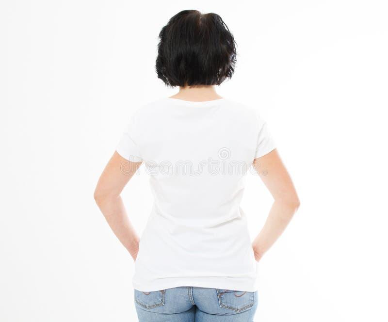 Hintere Ansicht - Frau in weißes T-Shirt lokalisiertem Spott oben, Kopienraum, leeres T-Shirt Mädchen im T-Shirt lizenzfreie stockbilder