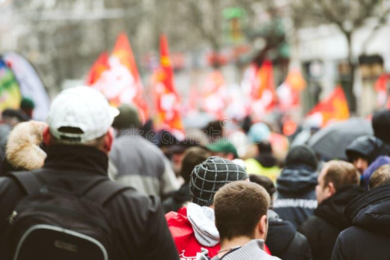 Hintere Ansicht von Protestierendern am Protest gegen Macron-Franzosen governm stockfotografie