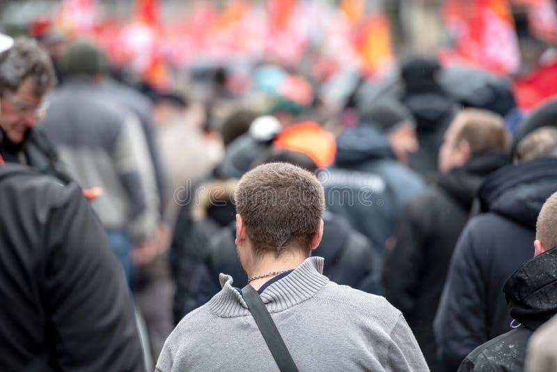 Hintere Ansicht von Protestierendern am Protest gegen Macron-Franzosen governm stockfoto