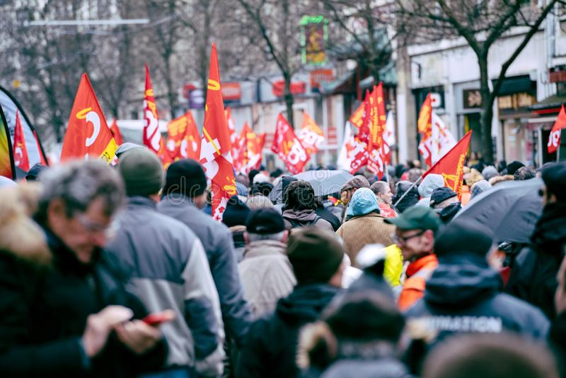 Hintere Ansicht von Protestierendern am Protest gegen Macron-Franzosen governm lizenzfreie stockbilder
