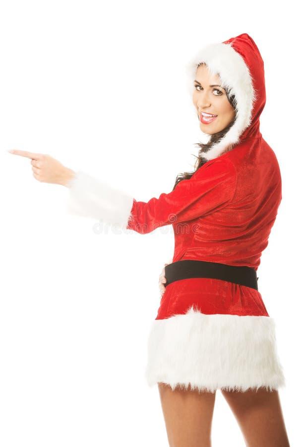 Hintere Ansicht von Sankt-Frau zeigend nach links, schauend auf einer Kamera stockfoto
