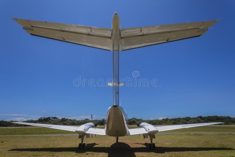 Hintere Doppelstütze-Flugzeuge schließen lizenzfreie stockbilder