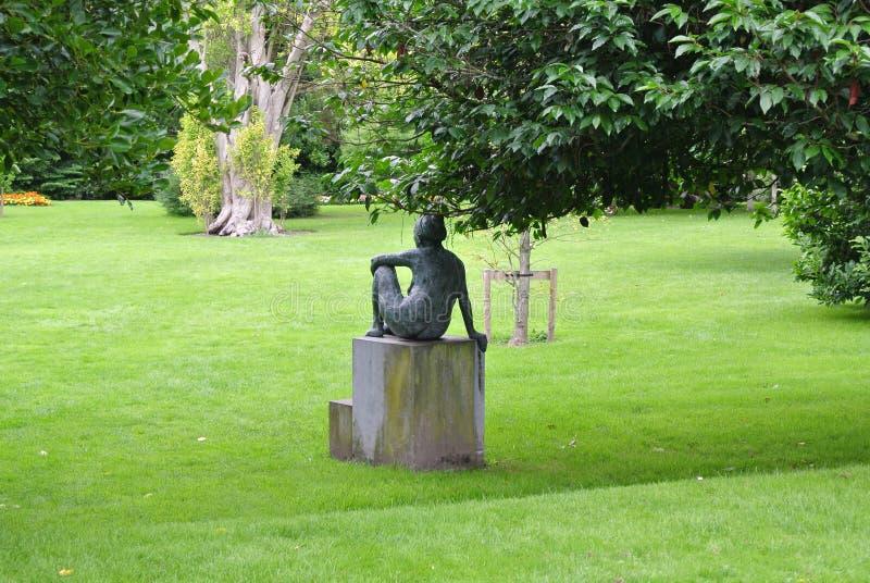 Hintere Statue in einem Park lizenzfreies stockfoto
