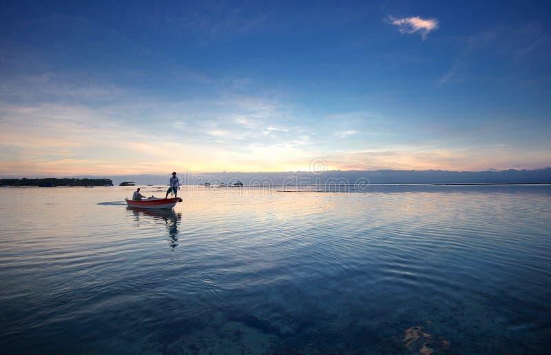Hinteres Boot auf dem Meer von Bali-Insel stockfotos