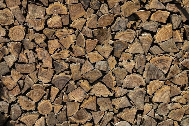 Hintergrund, Beschaffenheit der Wand von den gefalteten Klotz stockfotografie