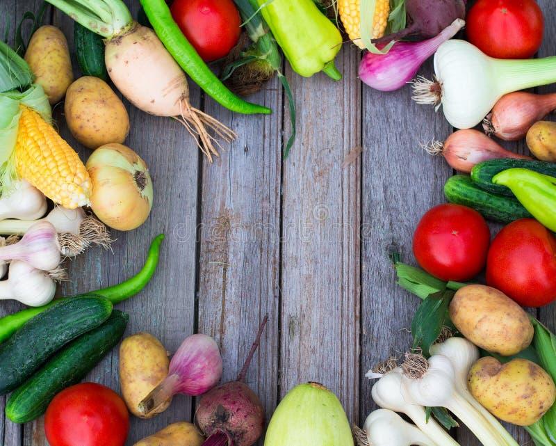 Hintergrund der gesunden Ernährung des verschiedenen Obst und Gemüse auf a lizenzfreie stockbilder