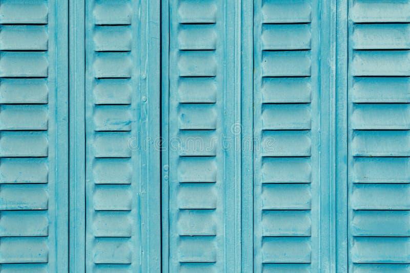 Hintergrund der Türen aus blauem Stahl gealtert und Risse lizenzfreie stockfotos