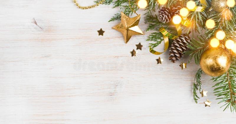 Hintergrund der Weihnachtsdekoration und des Funkelns, Kopienraum auf Seite lizenzfreies stockbild