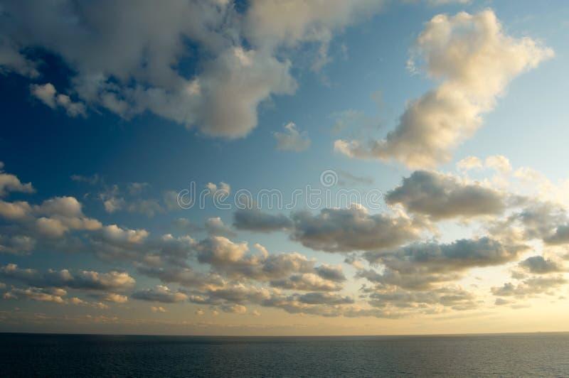 Hintergrund des blauen Himmels stockfoto