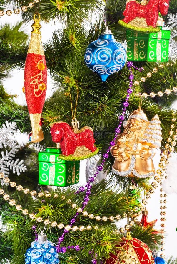 Hintergrund des neuen Jahres mit Farbendekorationen