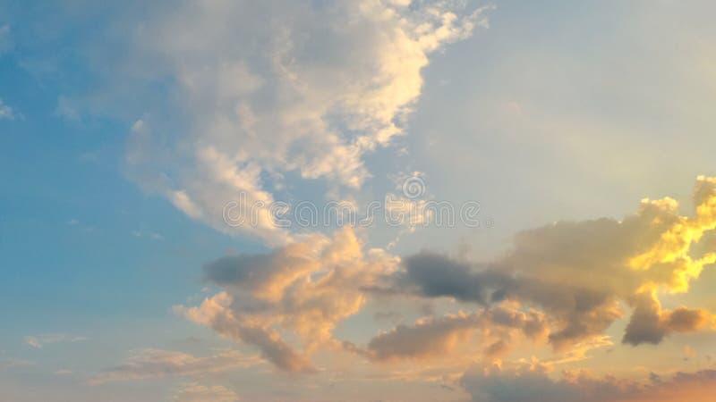 Hintergrund des Sonnenunterganghimmels lizenzfreie stockbilder