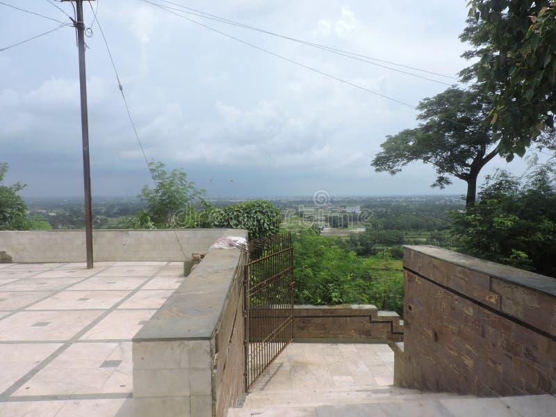 Hintergrund Dhabalgiri Odisa Indien am Sommer ernähren lizenzfreies stockbild