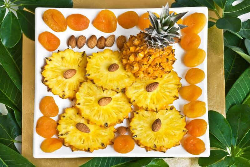 Hintergrund mit Ananas stockbilder