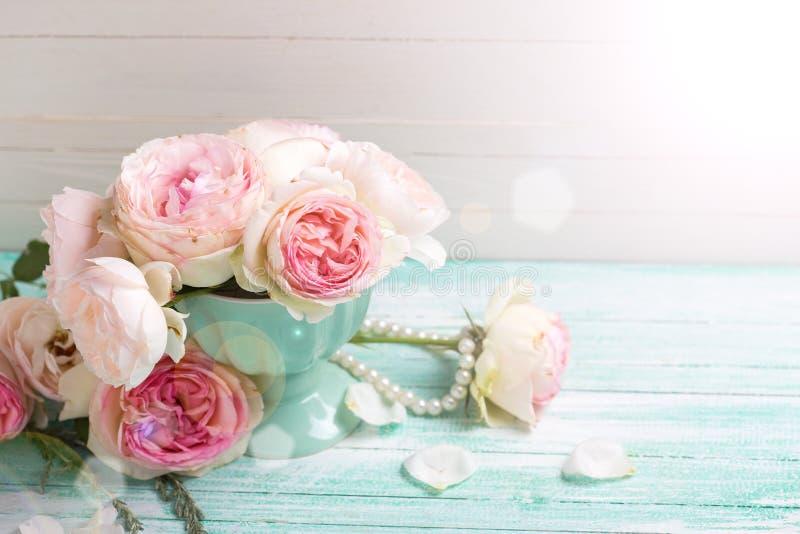 Hintergrund mit eleganten Rosenblumen lizenzfreies stockbild