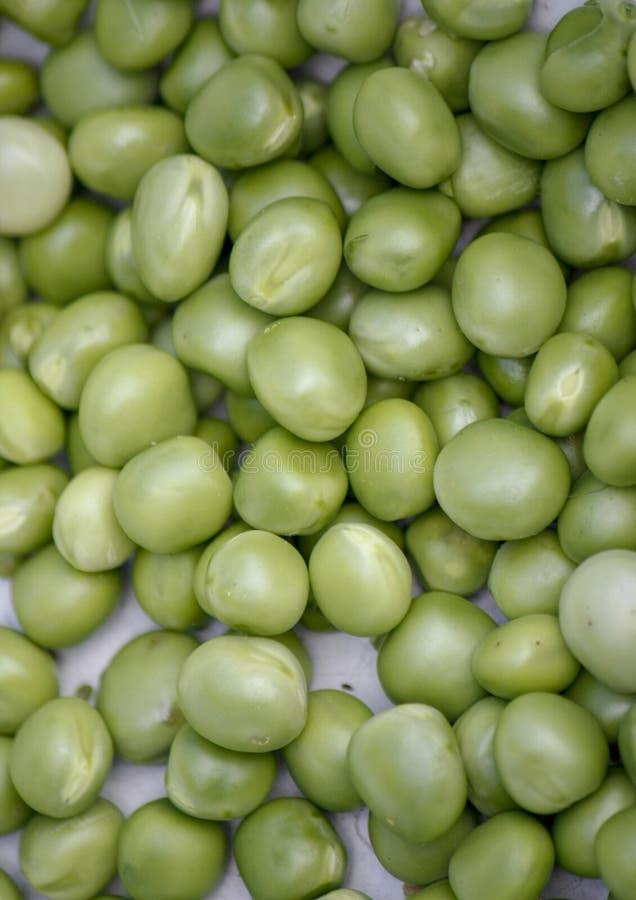 Hintergrund mit frischen organischen grünen Erbsen Gro?aufnahme von oben stockbilder