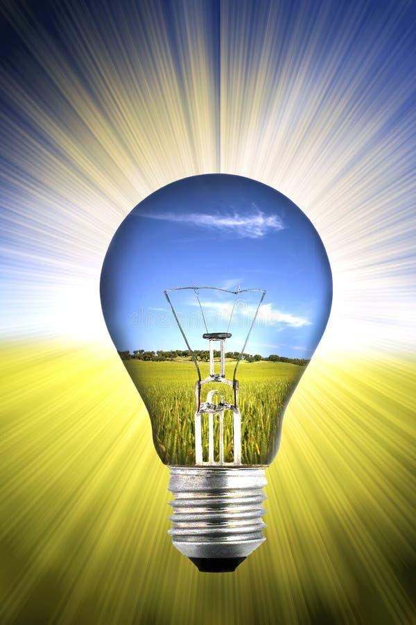 Hintergrund mit Landschaft innerhalb der Glühlampe lizenzfreie stockfotos