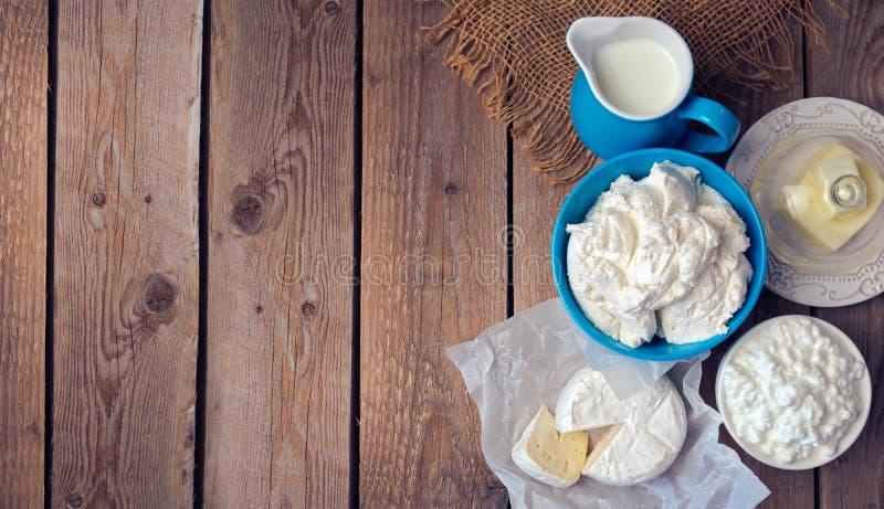Hintergrund mit Milch und Hüttenkäse Ansicht von oben Viele Kopienraum lizenzfreie stockbilder