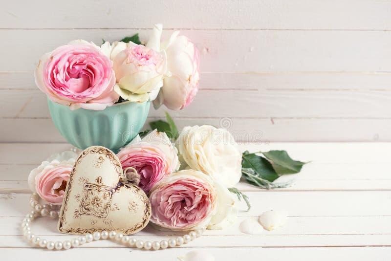Hintergrund mit süßen rosa Rosenblumen stockbilder