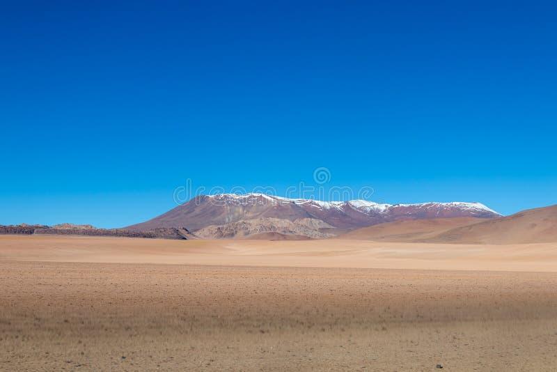 Hintergrund mit unfruchtbarer Wüstenlandschaft auf den Bolivianer Anden, im Naturreservat Edoardo Avaroa stockbild