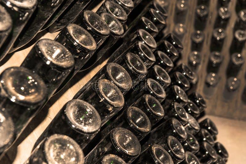 Hintergrund mit Weinkellern stockfotografie