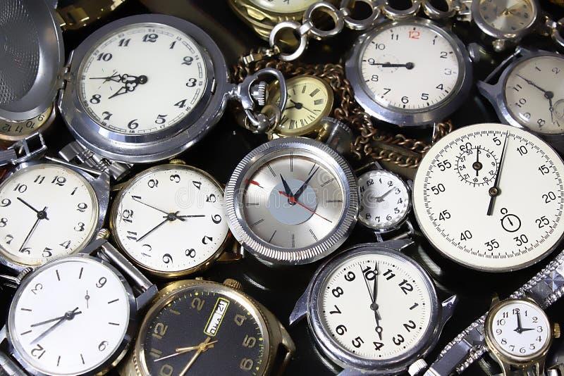 Hintergrund-Uhren stockfotografie