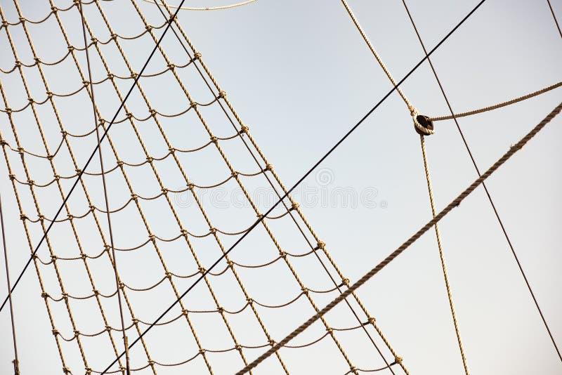 Hintergrund vom Weinlesetakelungs-Seilsystem mit Flaschenzug lizenzfreies stockfoto